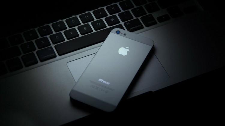 Iphone-5s-Macbook-Apple-1920-x-1080