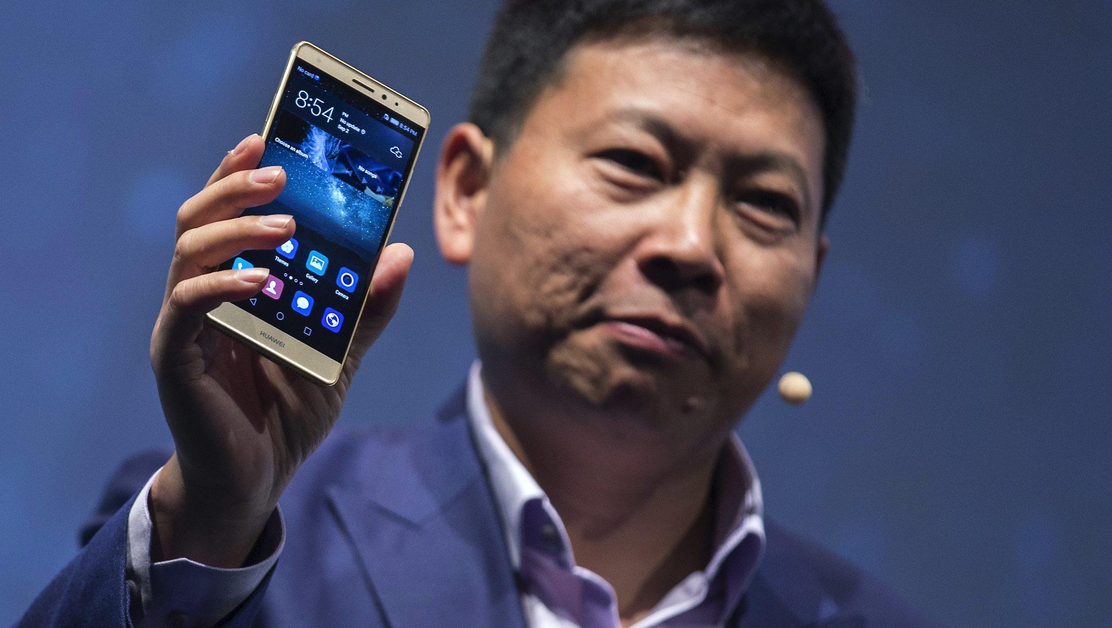 huawei-ceo-richard-yu-presents-huaweis-new-smartphone-e1474283438491